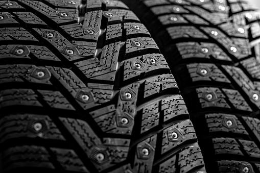AXPERT_SPIKES-Reifen